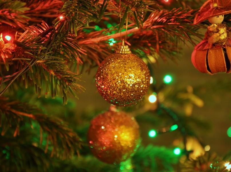 bokeh-christmas-christmas-ornament-christmas-tree-festive-Favim.com-340193